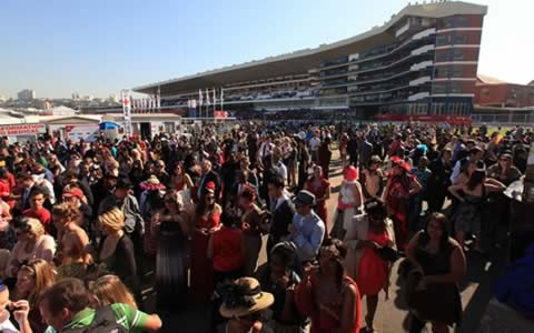 Crowds at Greyville on Race Day